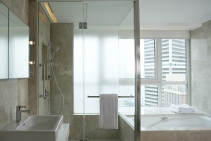 08-jen-suites-feature-shower-stall-and-a-deep-soaking-bath-with-harbour-views