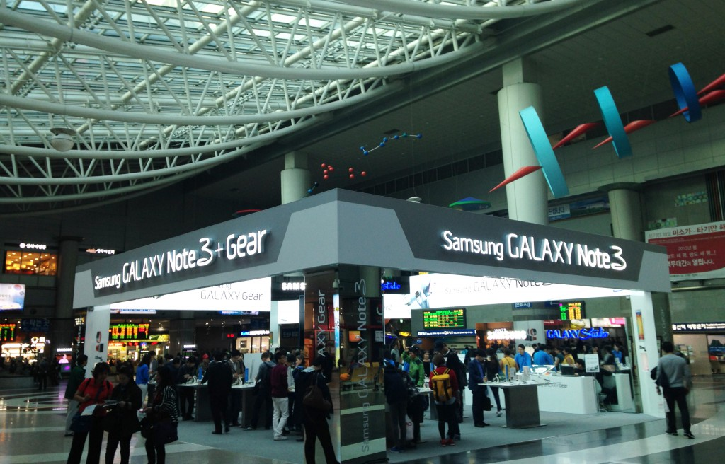 A Samsung showroom at Yongsan Railway Station, Seoul. Big conglomerates like Samsung were at the heart of Korea's industrialization drive, but SMEs played a key role in enhancing their supply capacity. (Image by Anushka Wijesinha, Seoul, 2013)